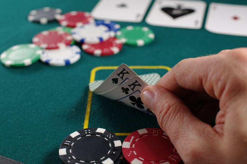 Cara Menang Judi Poker Gunakan Teknik Bluffing